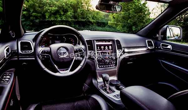 2022 Jeep Grand Cherokee Interior